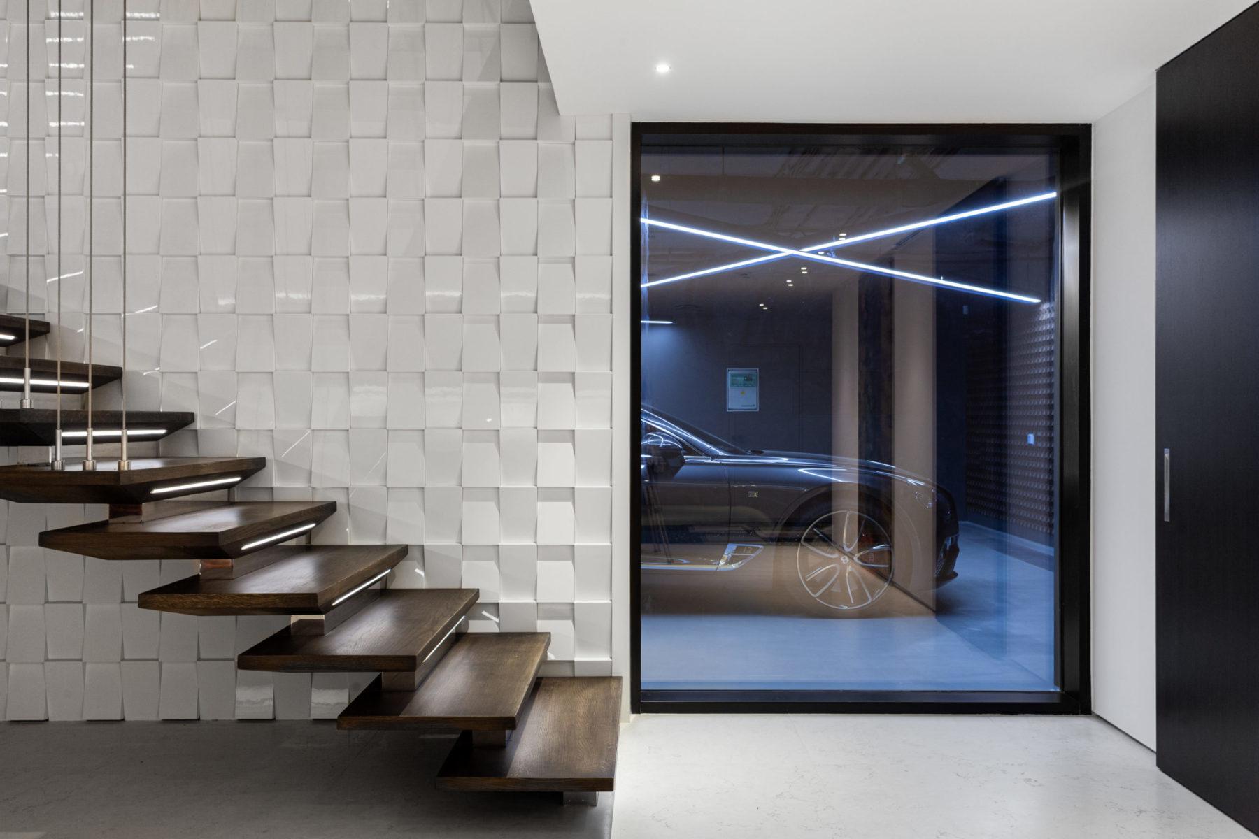Лестница хайтек