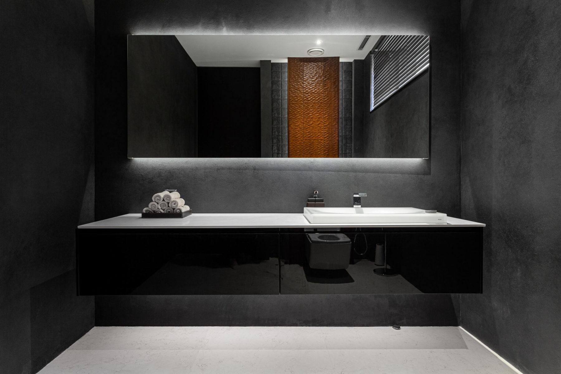 Туалет в стиле хайтек